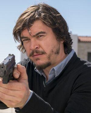 Luis Flores 2x04