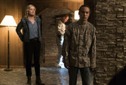 Fear-The-Walking-Dead-3.09-Minotaur-5