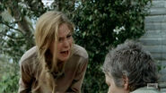 Walking-Dead-The-Grove-Carol-kills-zombie-Lizzie-snaps