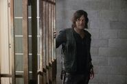 10x07 Daryl in cell