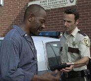 1x01 DaysGoneBye - Morgan i Rick przed posterunkiem