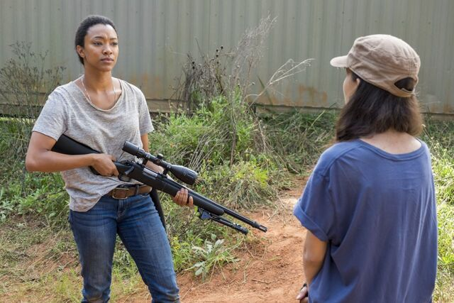 File:Sasha Williams Receives A Sniper Rifle from Rosita 7x14 Promotional Still.jpg