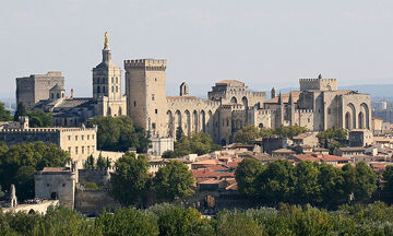 800px-Avignon, Palais des Papes depuis Tour Philippe le Bel by JM Rosier