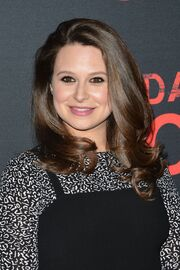 Katie-lowes-scandal-100th-episode-celebration-4-8-2017