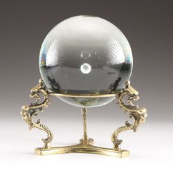 Crystal ball w. stand