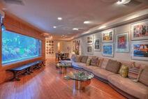 Luxurious-Living-Room-Design-Ideas-with-Big-Aquarium