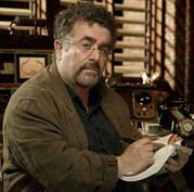 Saul-Rubinek-as-Artie-in-Warehouse-13