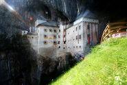 Predjamski-castle4