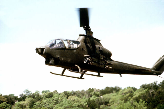 File:AH-1 Cobra DF-ST-84-05726.jpeg