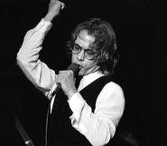Warren-zevon-microphone