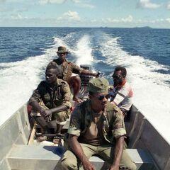 Полевые силы полиции Соломоновых Островов патрулируют границу с Папуа-Новой Гвинеей, 1998 год.