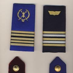 Современные погоны ВС Буркина-Фасо: синие — сухопутные войска, черный — ВВС, темно-красный — медицинская служба.