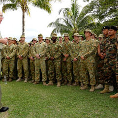 Солдаты Австралии и Тонга.
