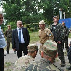 Игорь Хитрук посещает бойцов спецроты.