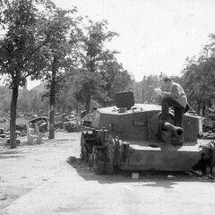 Подбитая венгерская самоходка 40/43М Зриньи-2 в Будапеште.