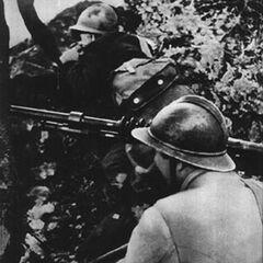 Чехословацкий пулемётчик во время боёв во Франции, 1940 год.