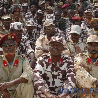 Сомалийские солдаты с характерными красными петлицами со звездой в голубом круге во время парада Победы в Москве, 9 мая 2011 г.