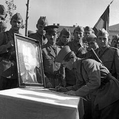 В ЮНА осуществлялось мощное политическое руководство. Солдаты пишут письма вождю Югославии — <a class=