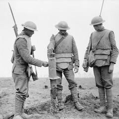 Ирландские гвардейцы во время битвы Pilckem Ridge.