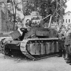 Брошеный при отступлении танк, июнь 1940 г.