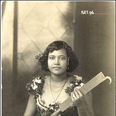 Королева Самоа с огненным ножом.
