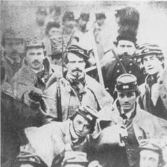 Ричмондские серые во всей своей красе, Виргиния, 1861 г. Целиком оснащенные шинелями и заплечными мешками с запасной одеждой, много волонтерских полков вступило в кампанию Бул Ран с повозками, нагруженными снаряжением. Многие полки включали слуг-негров для обслуживания солдат, не говоря об офицерах. Фото из библиотеки Конгресса.