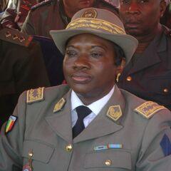 Первая женщина-генерал Малийской армии. Начальник медицинской службы в чине бригадного генерала. Звание обозначено 2 звездами на обшлагах рукавов, шитье на рукавах, головном уборе, петлицах и на контр-погонах в соответствии с генеральским рангом, знак медицинской службы на правом нагрудном кармане.