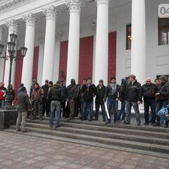 Молодчики Давидченко (дружинники) возле одесской мэрии, 24 февраля 2014 г.
