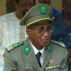 Подполковник армии Нигера в церемониальной форме.