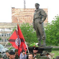23 мая, в центре Алчевска возле ДК Металлургов по инициативе бойцов и офицеров бригады Призрак при поддержке Фонда помощи Новороссии был открыт памятник комбригу А.Мозговому.