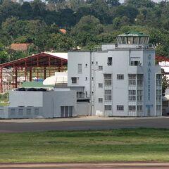 Старый терминал в аэропорту Энтеббе.