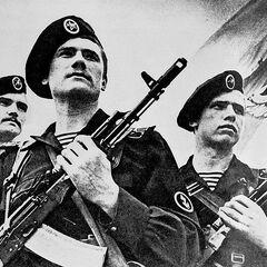 АК-74 в руках советских морских пехотинцев.