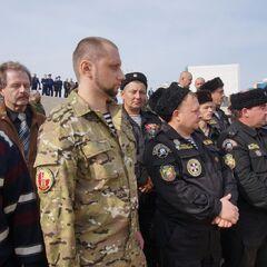 Боец ОБрОН Одессы рядом с донскими казаками.