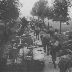 Короткая остановка во время совместного марша с пехотой