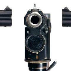 Пистолет Люгера с подствольным фонарем для стрельбы в темноте. Такое оружие с трассирующими пулями использовалось офицерами <a class=