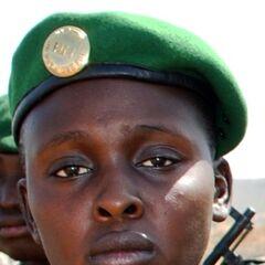 Пример ношение военнослужащим армии Мали современной эмблемы на берете.
