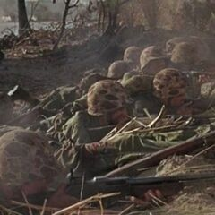 Морские пехотинцы ведут огонь. BAR на переднем плане.