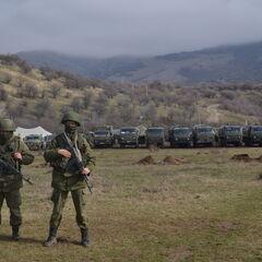 Украинская воинская часть в Перевальном во время Крымского кризиса 2014. Российские