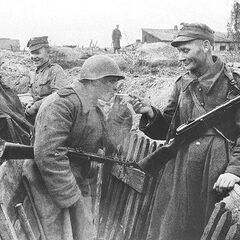 На привале с советским солдатом.
