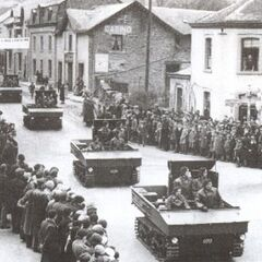 Боевая техника арденнских егерей на параде.