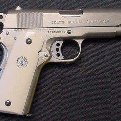 Colt Combat Commander .45ACP — вариант с укороченным стволом.