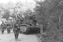 Брошеный при отступлении танк (бортовой номер 66), июнь 1940 г.