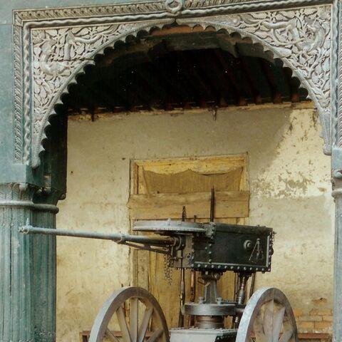 Пулемет Бира стоящий у дворца Лаган Силехана в Катманду.