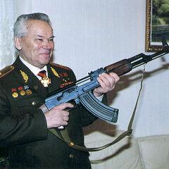 Михаил Тимофеевич Калашников и его легендарное творение.