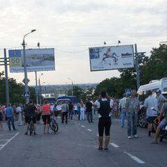 Родственники военнослужащих 79-й ОАЭМБр заблокировали мост в Николаеве, требуя вернуть их мужей и сыновей на ротацию, 25 июля 2014 г.