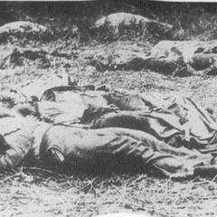 Похороны мертвых представляли главную проблему армий во время гражданской войны: ни одна сторона не ожидала такого числа жертв. На некоторых полях битв тела оставались непогребенными месяцы. Кладбище в Геттисберге было готово только на четверть ко времени речи Линкольна — местные контракторы, нанятые штатом Пенсильвания, могли хоронить только 100 человек в день. Обходились они по 1,59 доллара за каждого.