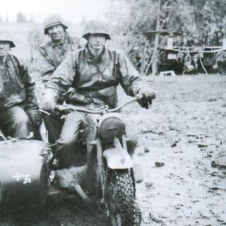 Мотоциклисты корпуса в окрестностях Демянска.