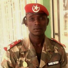 Сержант Национальной гвардии Нигера. Обращает на себя внимание размер эмблемы на берете сержанта.