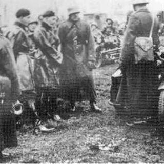 Офицеры 10-й механизированной бригады во время совещания, 1939 г. В центре в беретах полковник С. Мачек и его адъютант Ф. Скибиньски.
