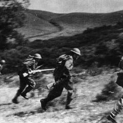 Чехословацкие солдаты на тактических занятиях.